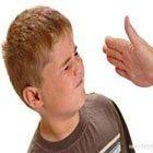 Oğlunu Dövmek